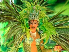 Яркая девушка на карнавале в Бразилии