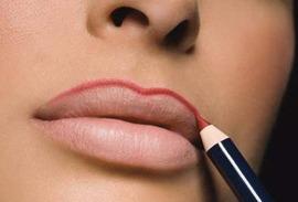 Как накрасить губы карандашом